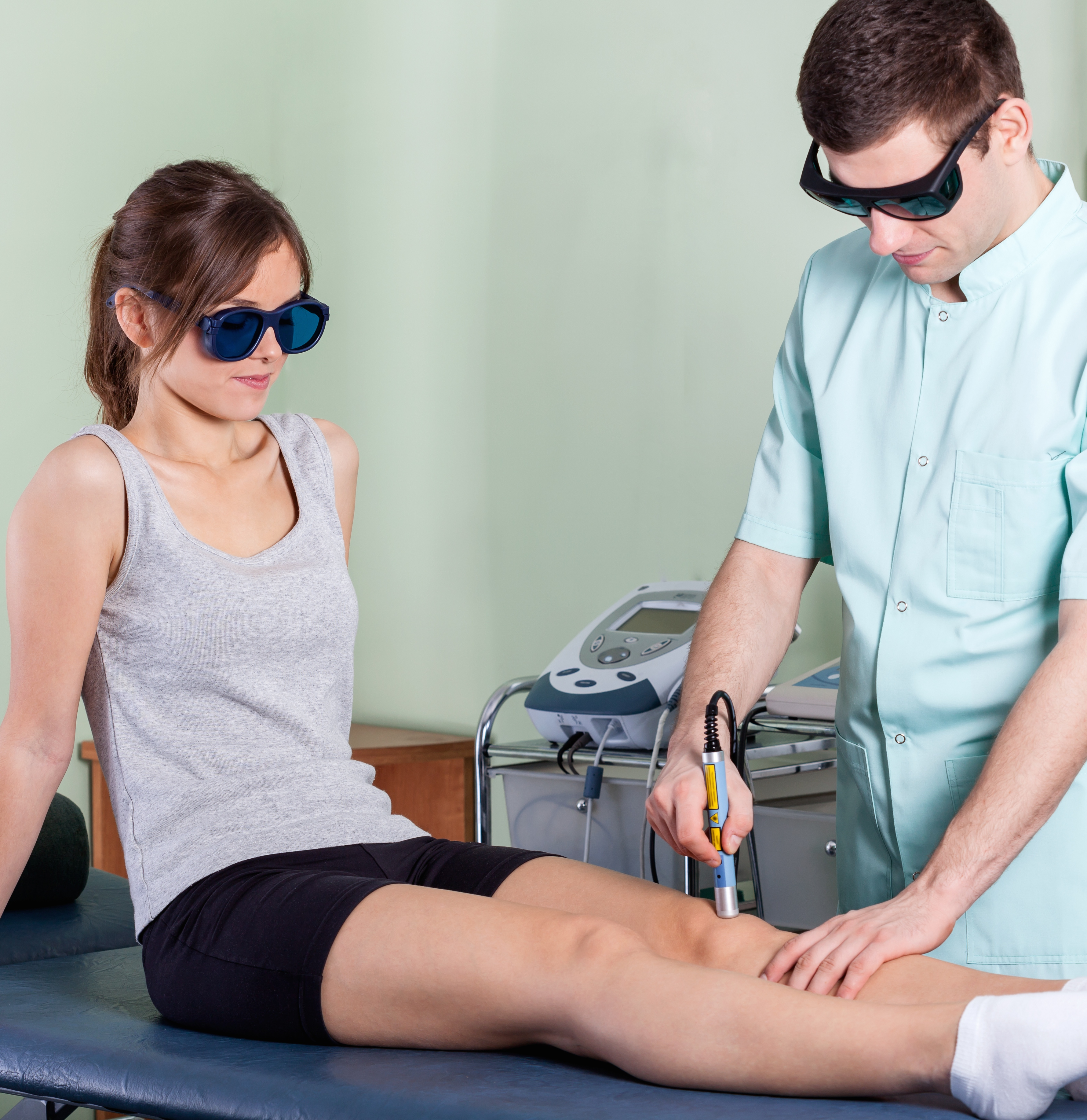 laser therapy to the knee
